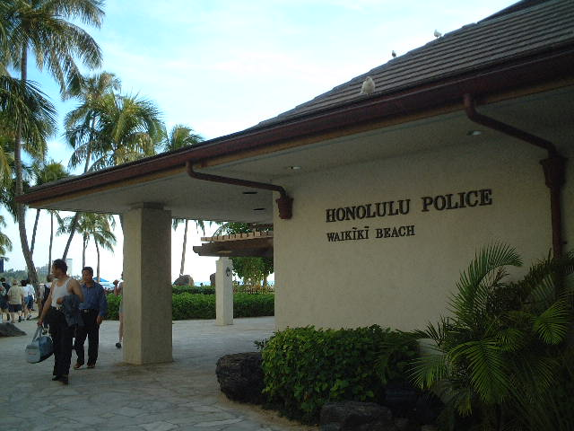 Honolulu_police_waikiki_beach