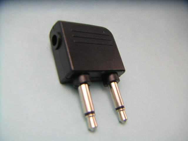 Two_plug_one_jack_conversion_connec