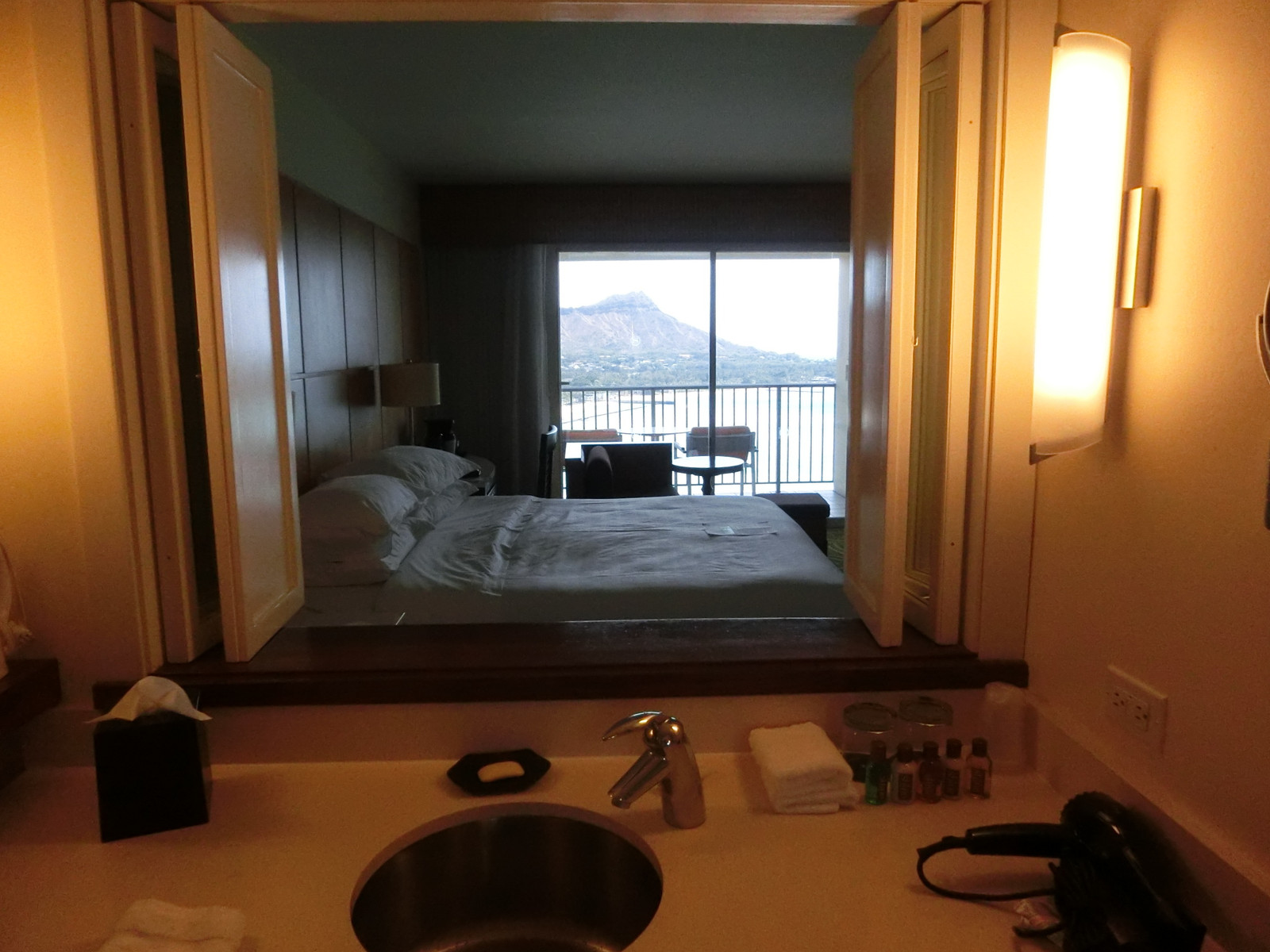 Diamond_head_viewed_from_bathroom_s