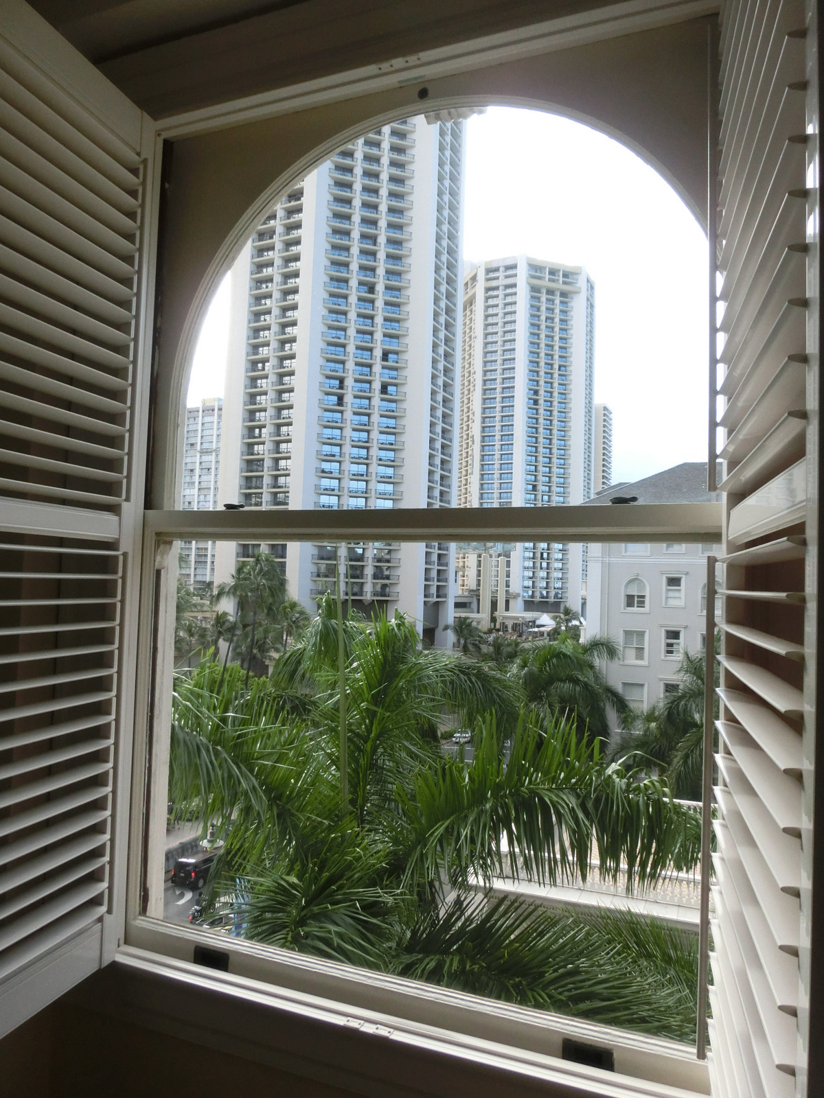 Moana_surfrider_window_view_1