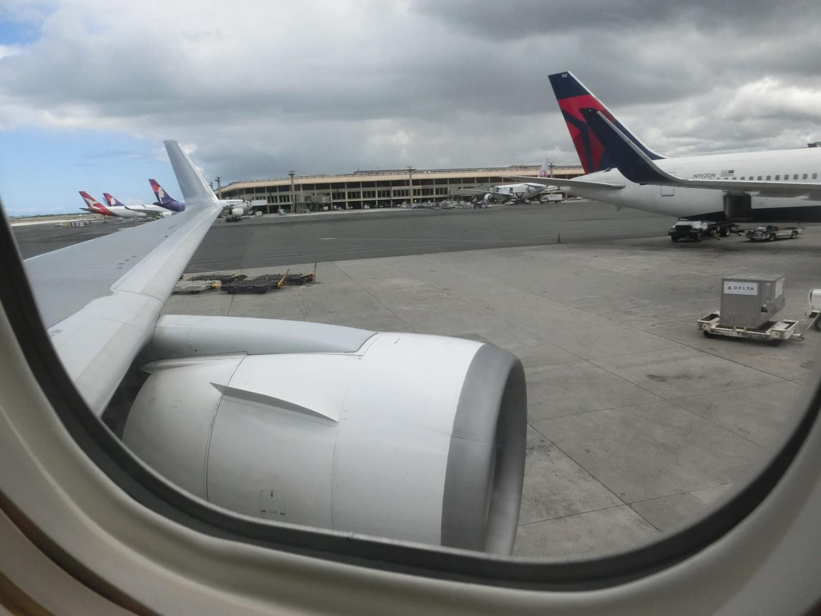 Jl785_hnl_takeoff_2