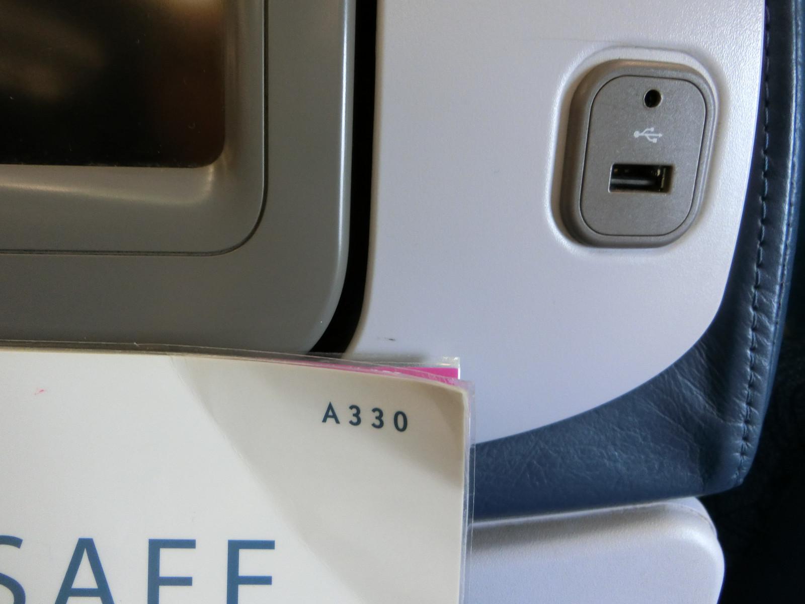 10hawaiian_airlines_economyusb_outl