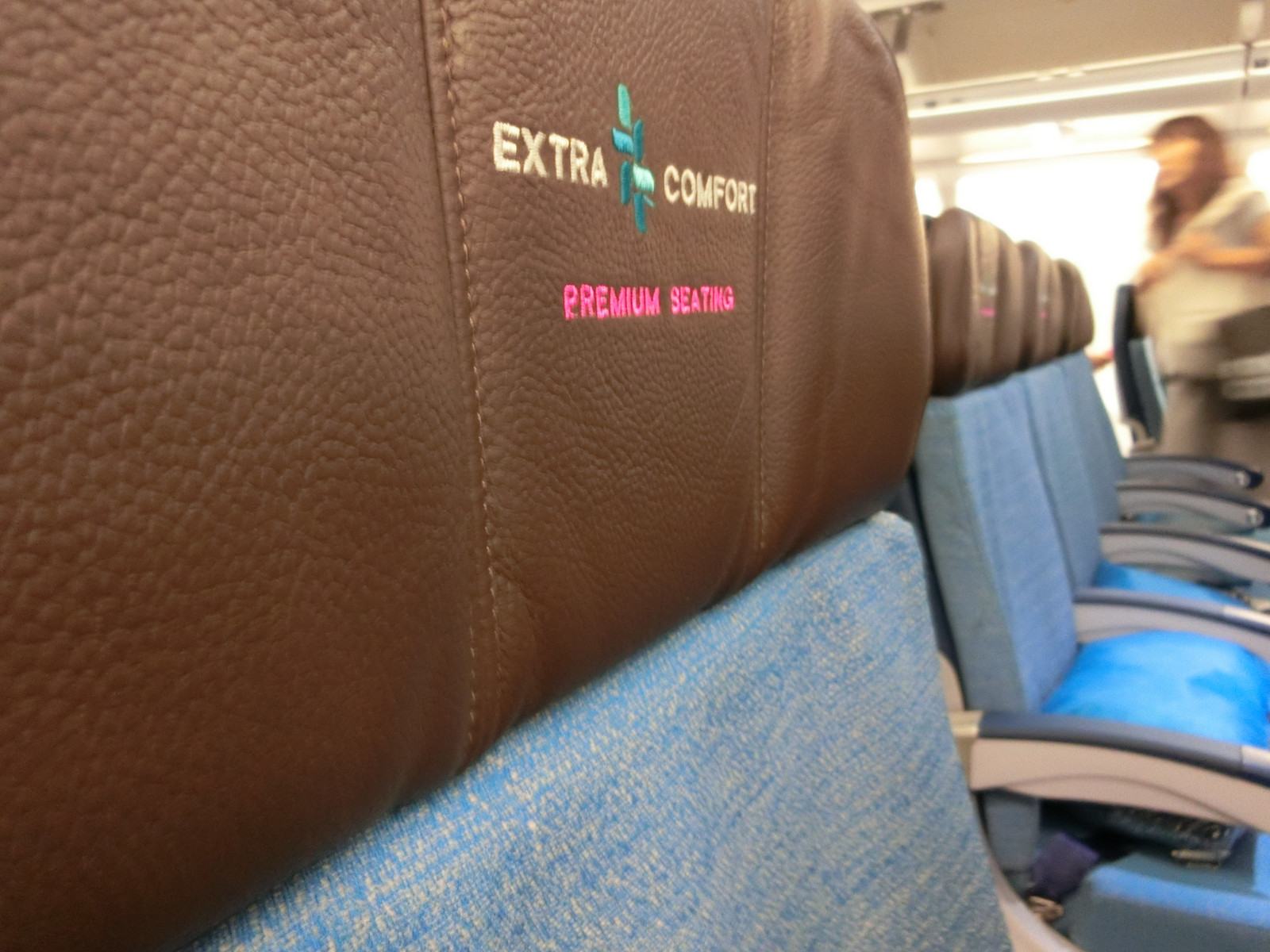2hawaiian_airlines_extracomfortseat