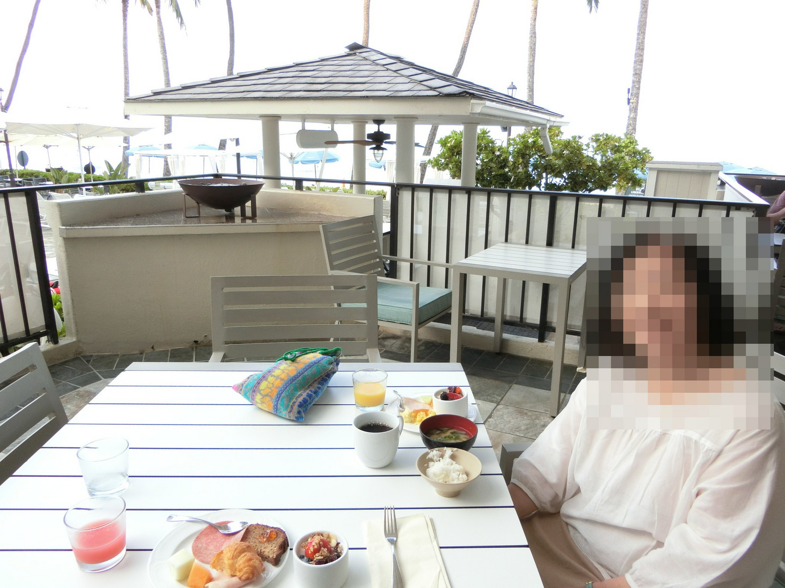 15moana_surfrider_beach_club_lounge