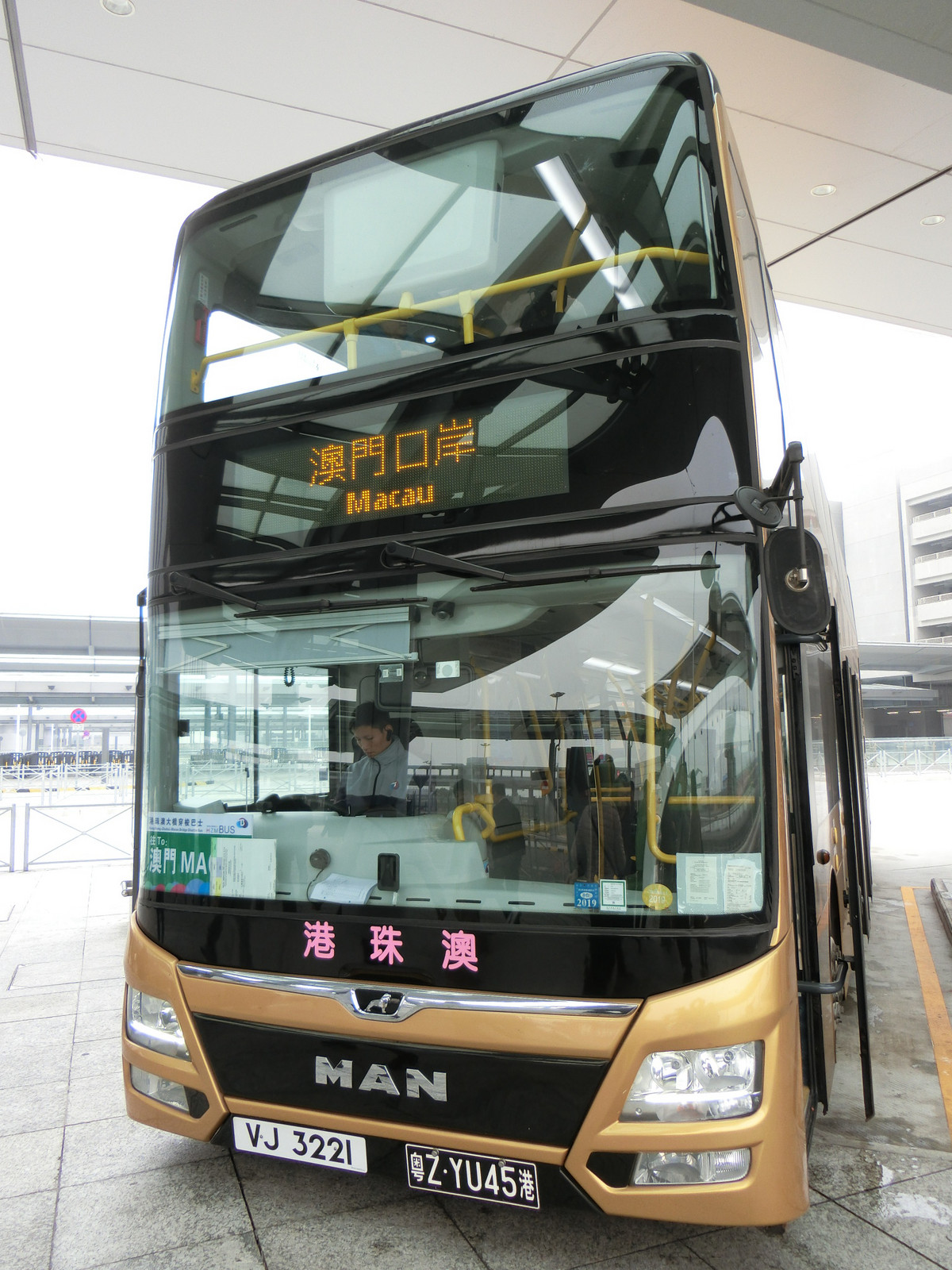 09hong_kongzhuhaimacao_bridge_bus