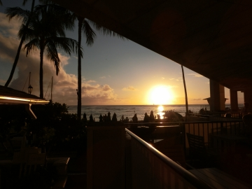 02sunsetmoana-surfrider_beach-club